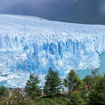 壮大さに圧倒されるペリト・モレノ氷河