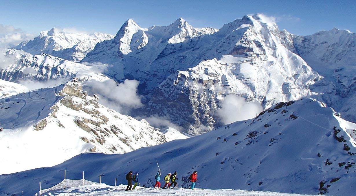 ユングフラウ3山(右からユングフラウ、メンヒ、アイガー)を正面に大滑走